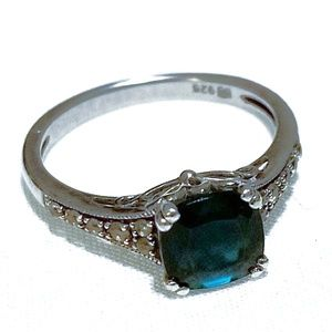 Stunning Vintage Sterling Emerald & Diamond Ring